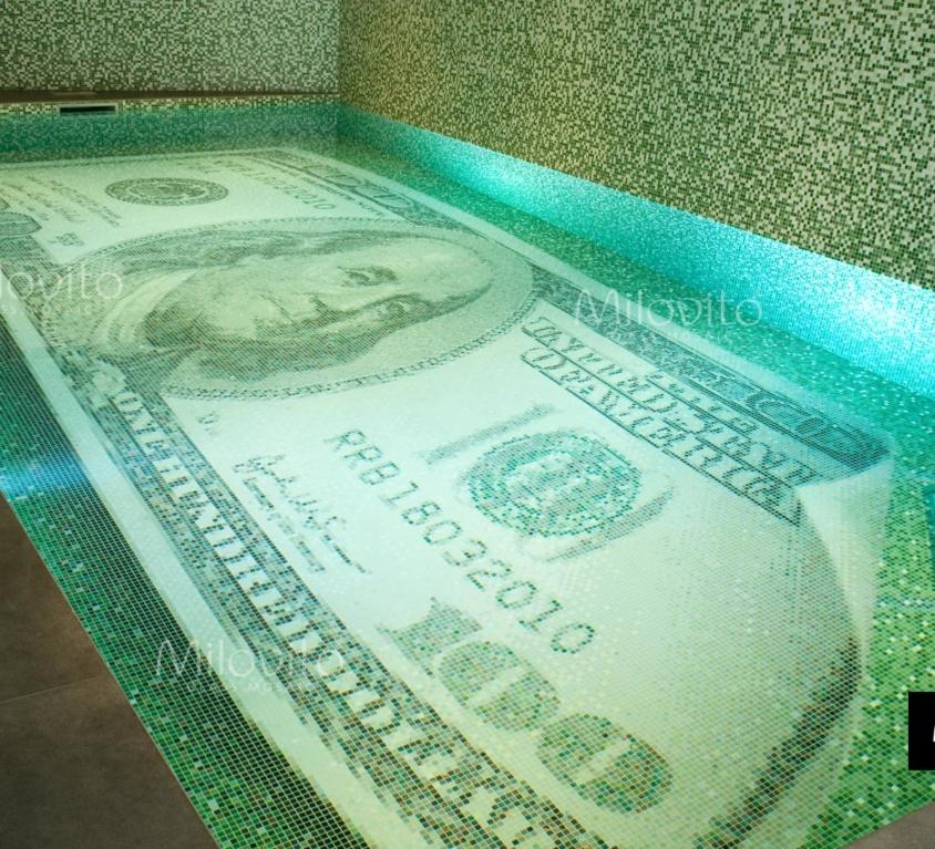 100 DOLLAR-ZWEMBAD
