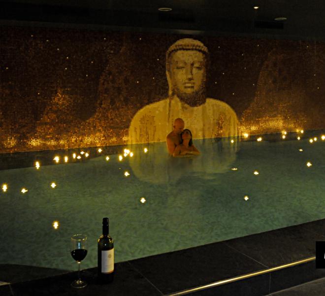 mozaiek zwembad en wellness kelder met Boeddha by Milovito amazing pool design