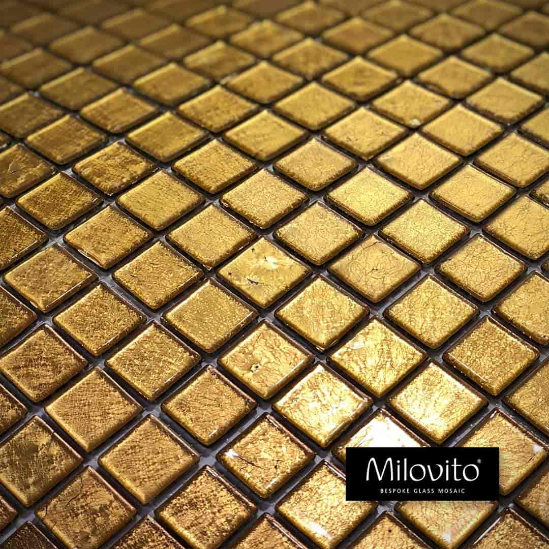 mozaiek 24 karaats geel goud glasmozaïek gefuseerd gold toilet badkamer