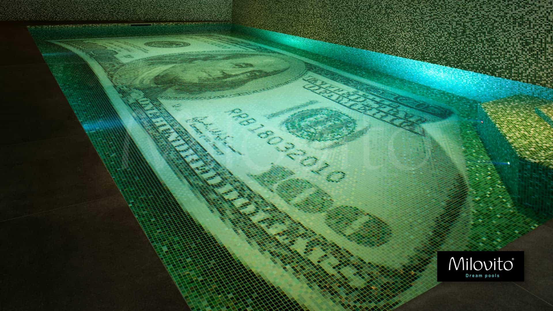 Zwemmen in geld? Dat kan! 100 dollar glasmozaïek zwembad op maat gemaakt. Dromen komen uit. Het enige originele $100 bill zwembad. Dutch design.