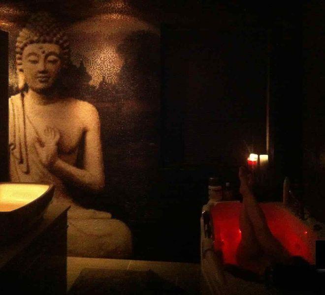 Een boeddha van glasmozaïek in uw badkamer. Boeddha symboliek aan (eigen)liefde, geluk. Creëer je eigen geluksgevoel samen met de Boeddha.
