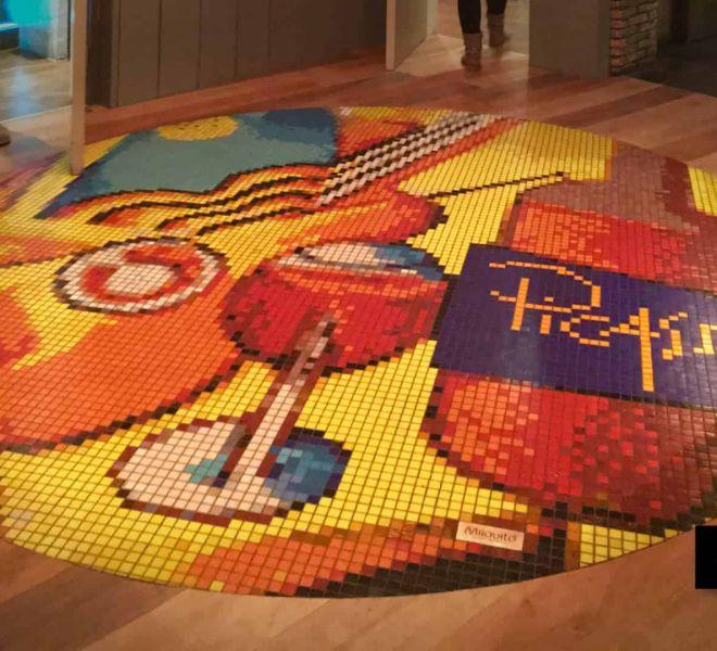 Bedrijfs logo glasmozaïek vloer restaurant Picasso Den Bosch