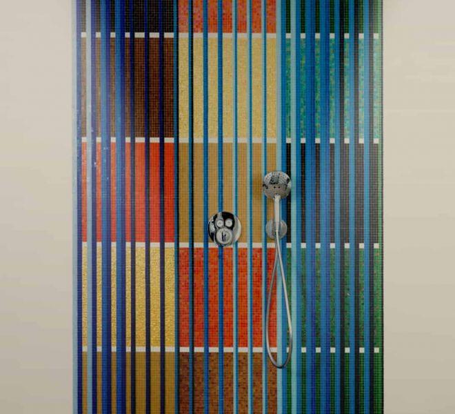 Kunst in uw badkamer? Dat kan! In samenwerking met Ditty Ketting is deze achterwand gerealiseerd. Glasmozaïek gecombineerd met 24 karaats goud. KUNST!