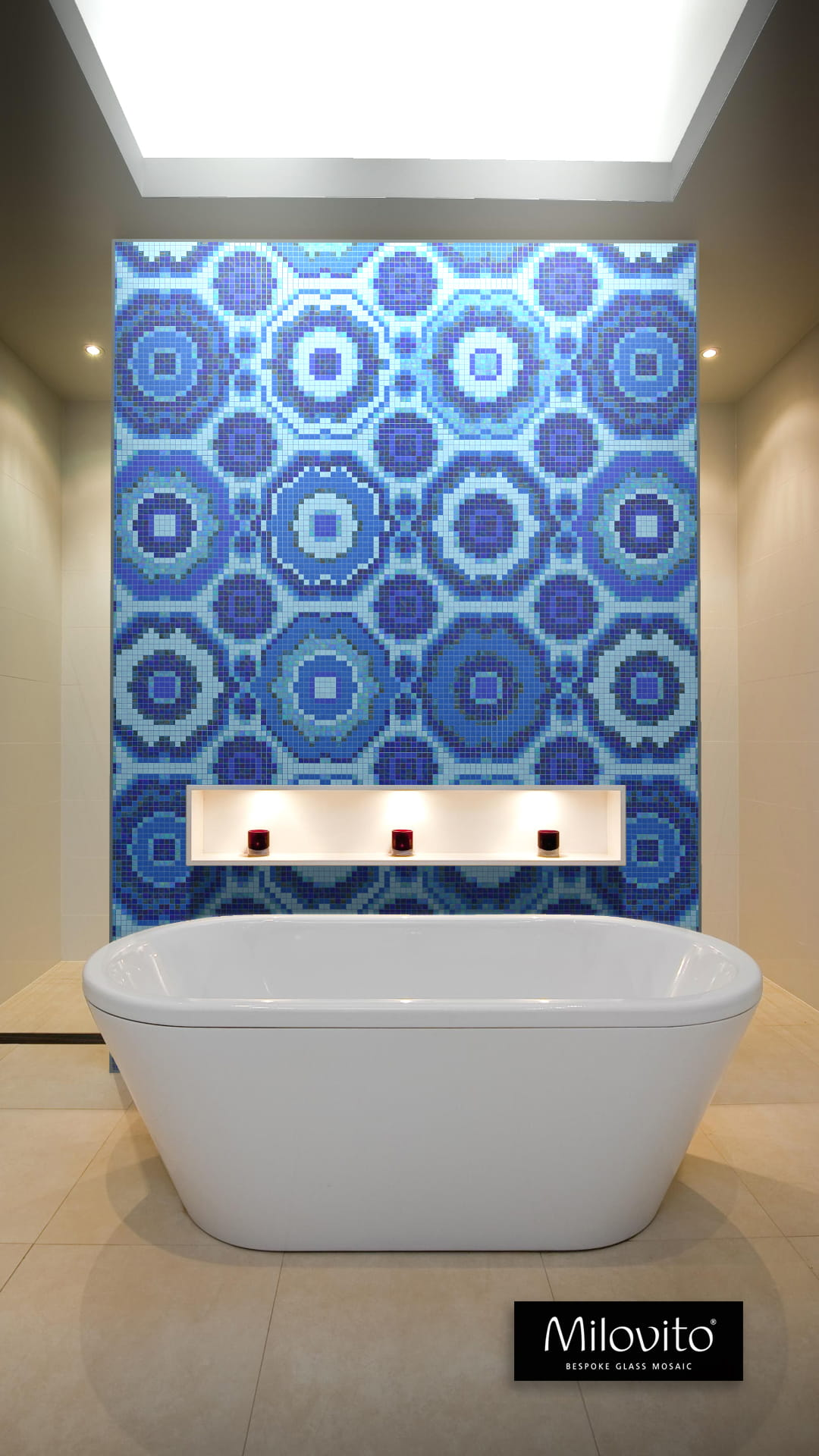 Delft Blue mosaic pattern circles bath