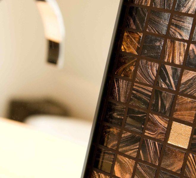#mozaïek #mozaik #mozaiektegels | tegels |sanitair | badkamer | renovatie | wastafel | modern | klassiek | badkamerdesign | kleine badkamer | badkameridee | badkamer ontwerpen | initialen | persoonlijk | uniek | thuisdecoratie | interieurinspiratie| interieurontwerp| design | Mapei