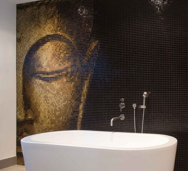 Boeddha mozaiek tegels badkamer zwart bruin goud half