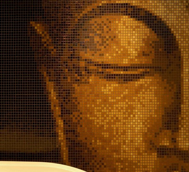 mozaiek tegels Boeddha bruin goud beige muur badkamer bad spiritueel