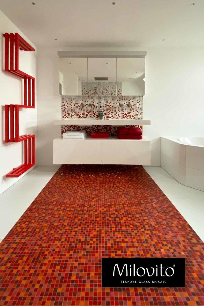 rood kleur verloop mozaiek tegels badkamer sfumature vloer wand