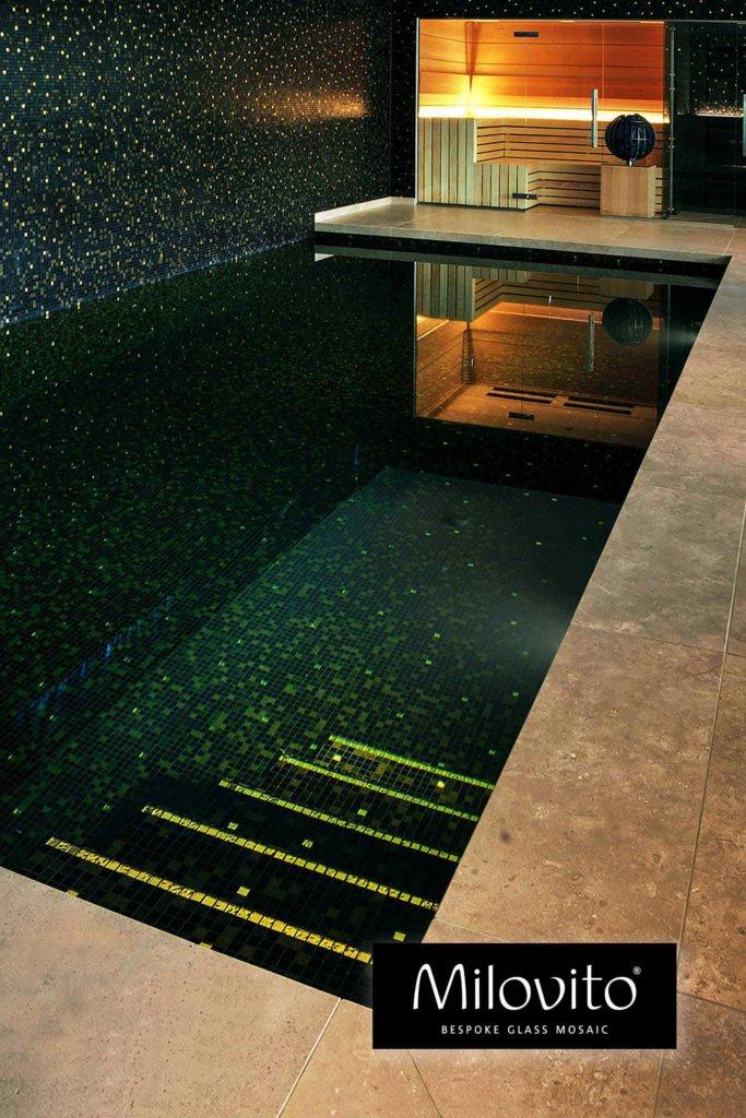 zwembad tegels zwart