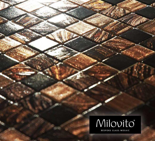 glasmozaiek tegels mix brons bruin zwart toilet