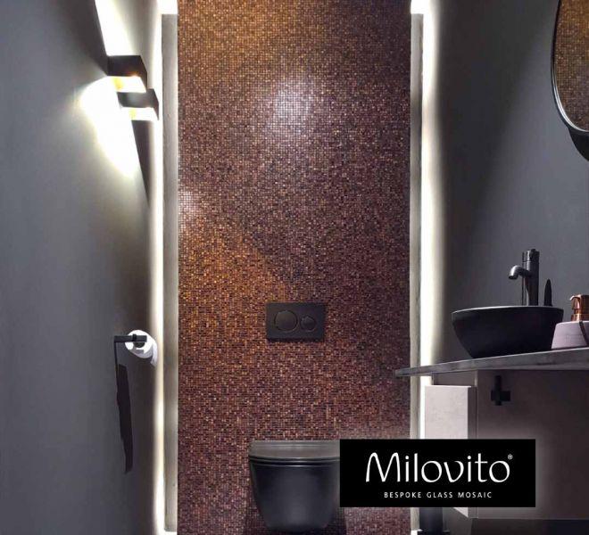 glasmozaiek toilet achterwand zwart grijze wanden