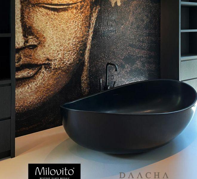Boeddha gezicht glasmozaïek tegels badkamer wandafwerking